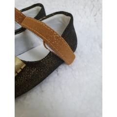 sapatinho marrom com dourado laço oncinha